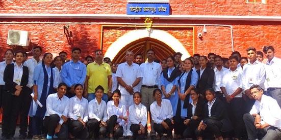 सीपीयू के लॉ स्टूडेंट्स केद्रीय कारागृह में कैदियों से मिले