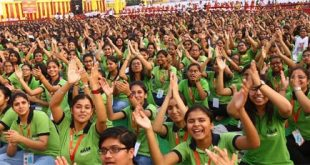 भक्ति की पाठशाला में झूमे एक लाख कोचिंग विद्यार्थी